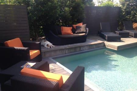 wellness villa met 6-8 persoons jacuzzi en zwembad - Veghel - Villa