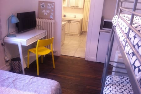 Near Paris, family room+bathroom+ toilets+playroom - Sainte-Geneviève-des-Bois