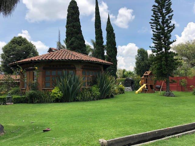 Villa en Átlixco c alberca disponible para eventos