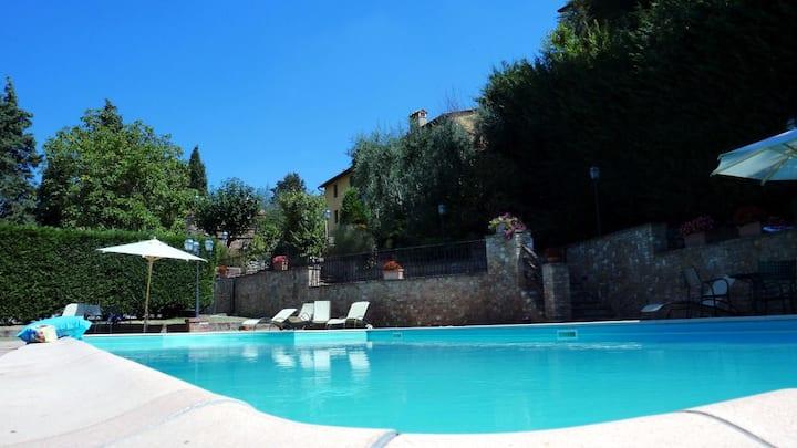 Borgo del Salvino,  2 camere  Primo P.  c/piscina