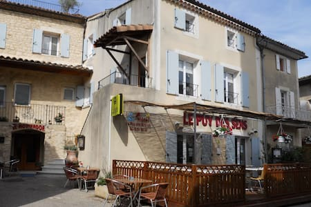 Hotel Le Puy des Sirenes, Puygiron, - Puygiron - Bed & Breakfast