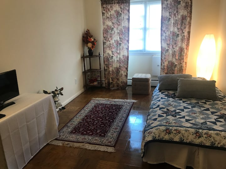 Garden Apartment 3M. to FireIslandFerry&TangerMall