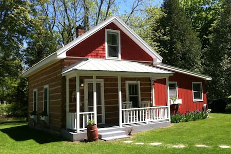 Charming 1880's Log Cabin - Ellison Bay - House