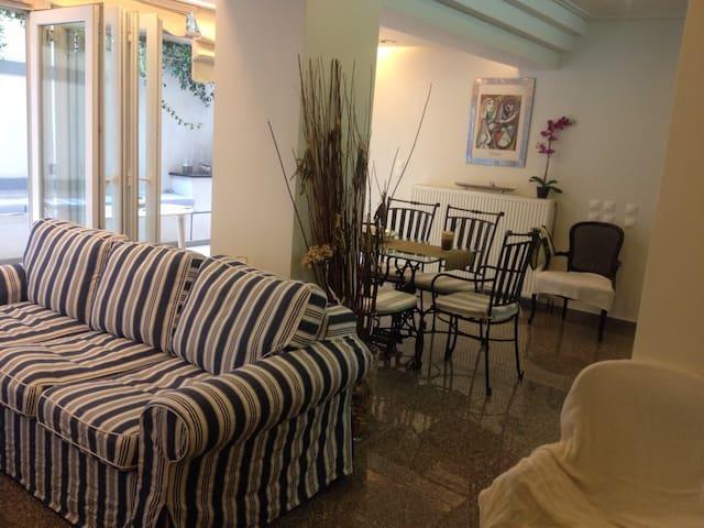 Stunning apartment at Laimos-Vouliagmeni