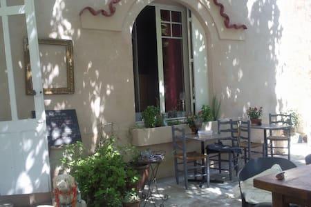 Chambre balcon vue piscine - Cuxac-d'Aude