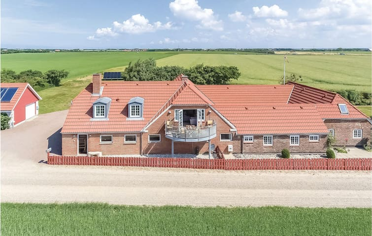 Holiday apartment with 2 bedrooms on 90m² in Ringkøbing