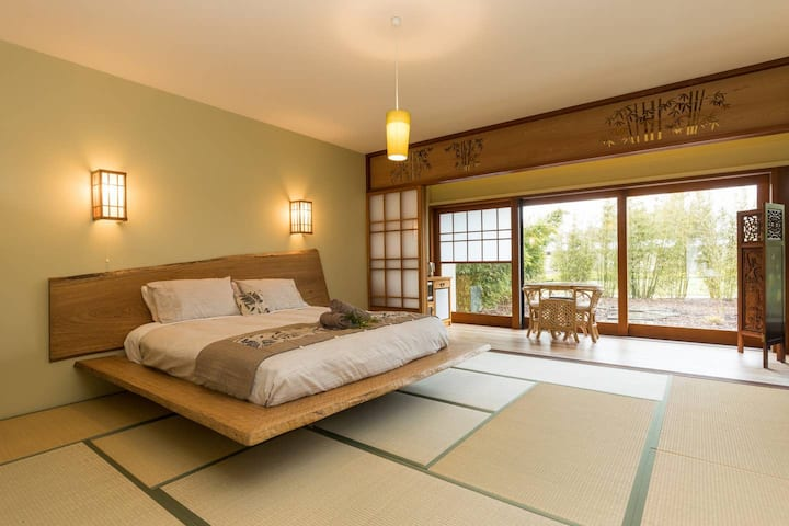 Coastal Setting Japanese themed Bamboo room
