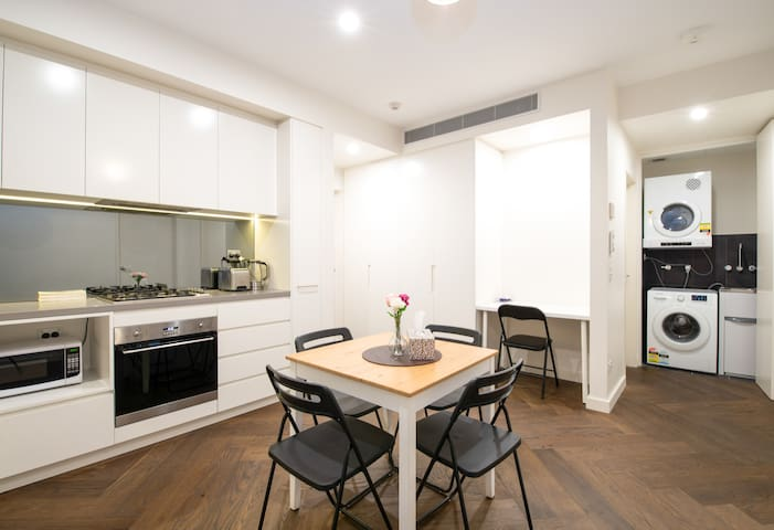 Stylish Two Bedroom Sweet Home (Free Parking)