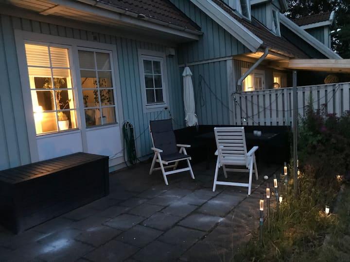 Mysig 1,5 plans lägenhet med egen uteplats