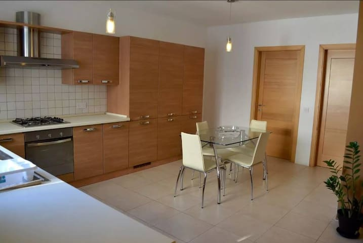 Gzira Modern 2 Bedroom Apartment - Il-Gżira - Huoneisto