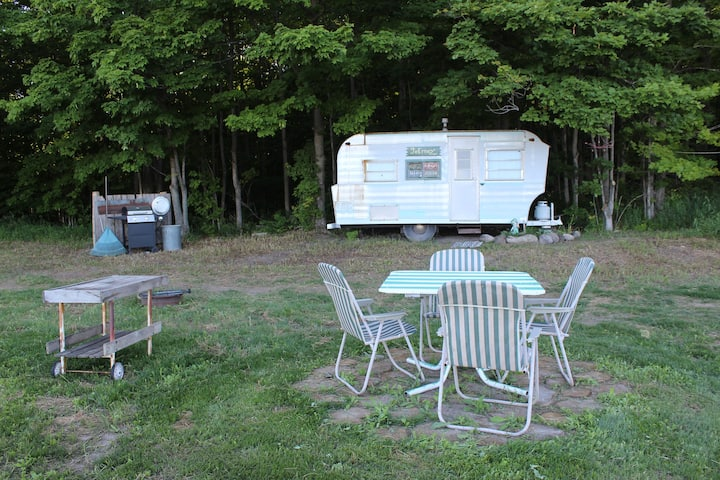JoErney Vintage Camper with Tent Site