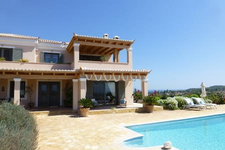 Villa's ground floor apartment with views and pool - Porto Cheli - Вилла