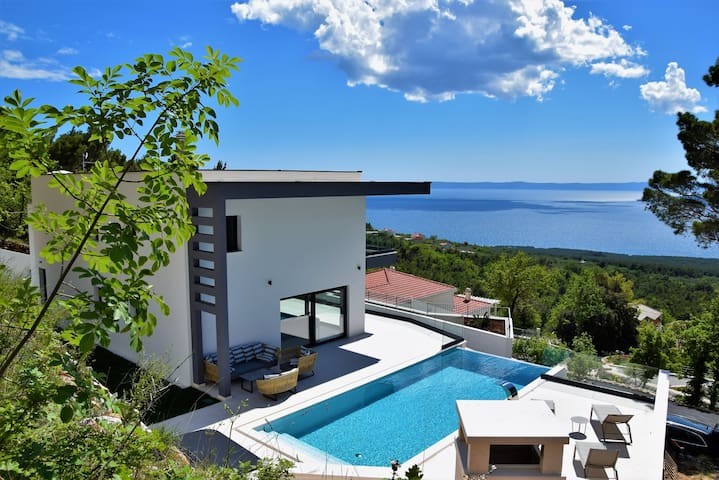 Villa Melody with swimmingpool and view of sea