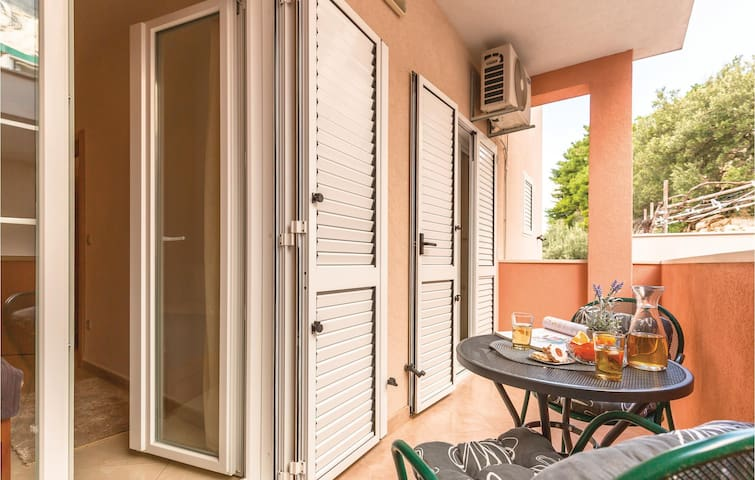 Holiday apartment with 1 bedroom on 38m² in Baska Voda