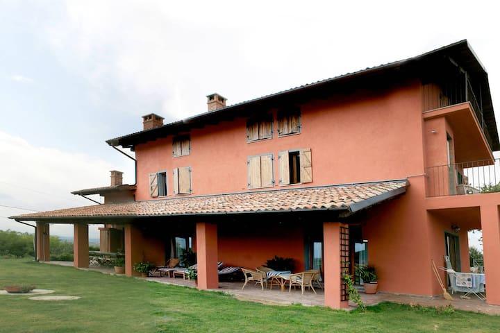Un balcone rilassante sui vigneti Monferrato
