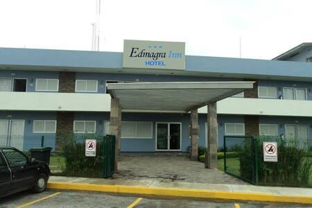 HOTEL ECONÓMICO CON DESAYUNO INCLUIDO.