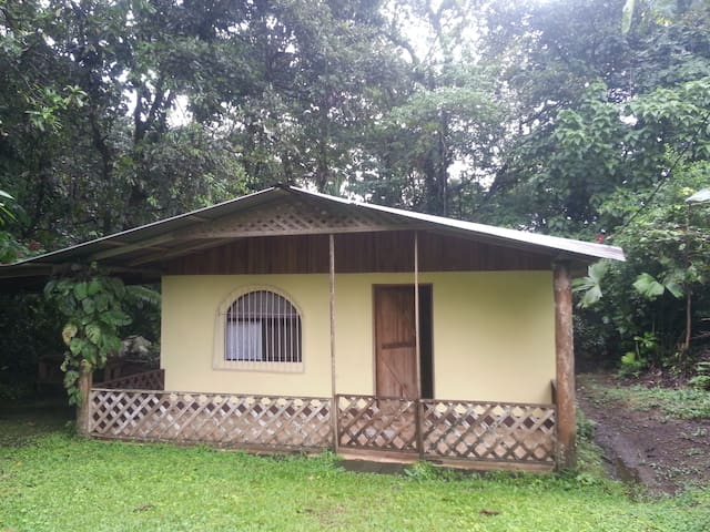 Casita Yellow - La Fortuna