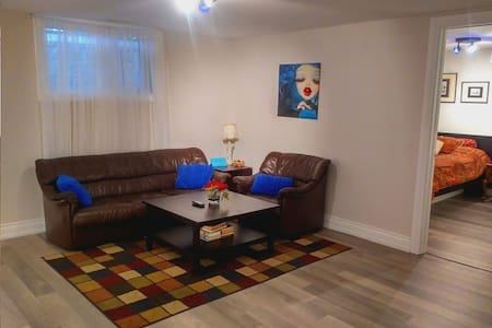 Posh Midtown 1 Bdrm Apt-FREE Parking•WiFi•AmazonTV