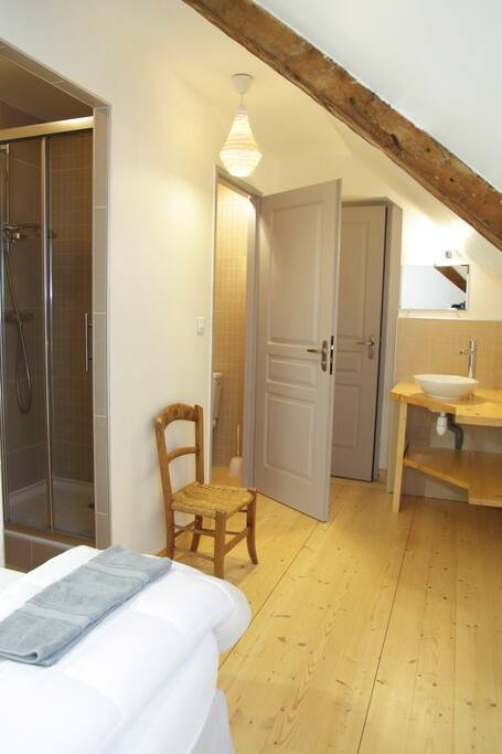 Chambre mansard e en couple en solo apartments for rent for Chambre a part couple