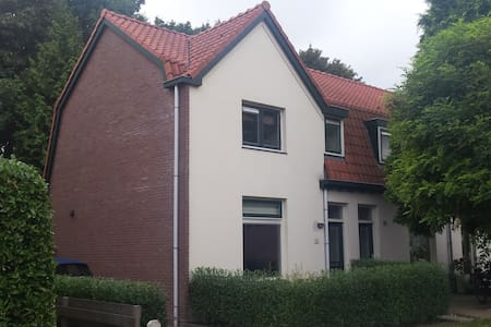 Spacious house next to the station with garden - Bussum - Haus