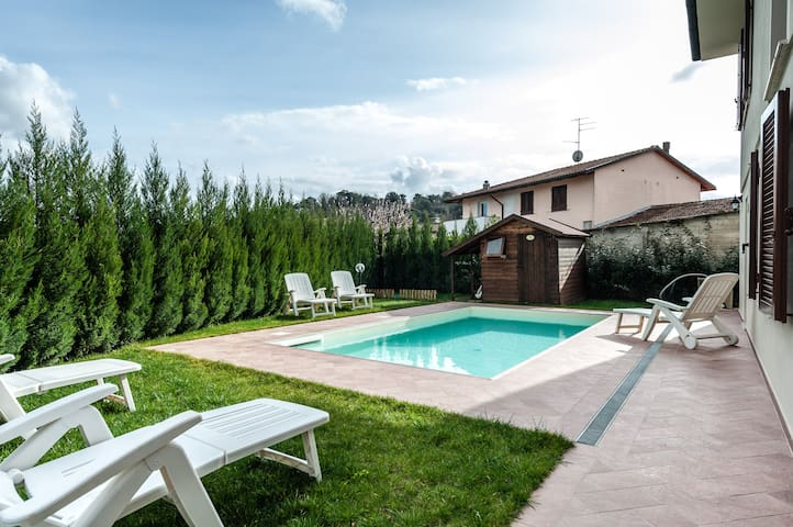 HolidayHouse Jessica in Stibbio with pool & garden