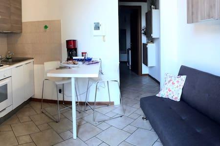 Soggiorno Centro Storico B&B a Vimercate - Vimercate - 公寓