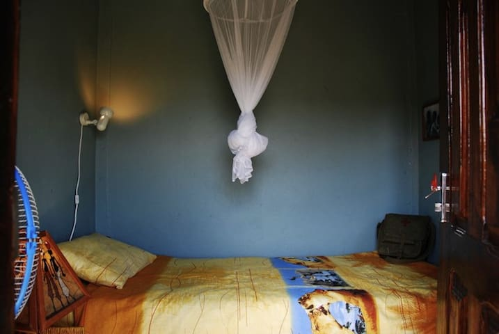 Boutique Gamboozini Lodge Single room