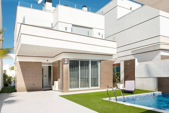 Villa avec piscine privée toutes les commodités