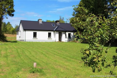 Private, Peaceful Cottage in Lakelands District