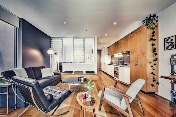 Modern trendy apartment in heart of Melbourne CBD