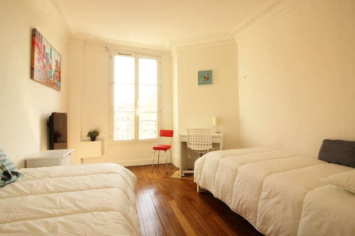 Beautiful Sunny Apartment in Front of the Metro