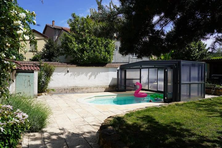 Maison avec piscine et jardin près de Lyon !