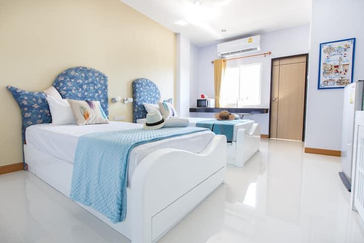 Twin Room Balcony, 10 mins to Town & Rawai Beaches