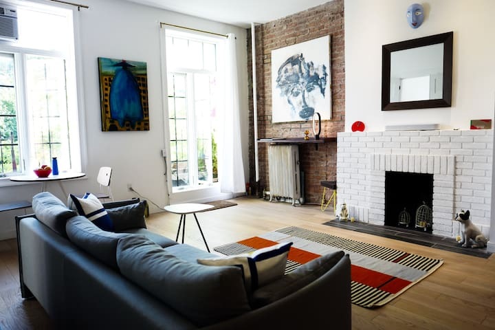 Artsy Parisian Apt in Greenwich Village
