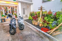 Jimbaran Budge House. Clean, cool, and comfortable. Business internet, kitchen, laundry (washer & dryer), tv room,  common area, garden. We provide a modern living experience in Bali.