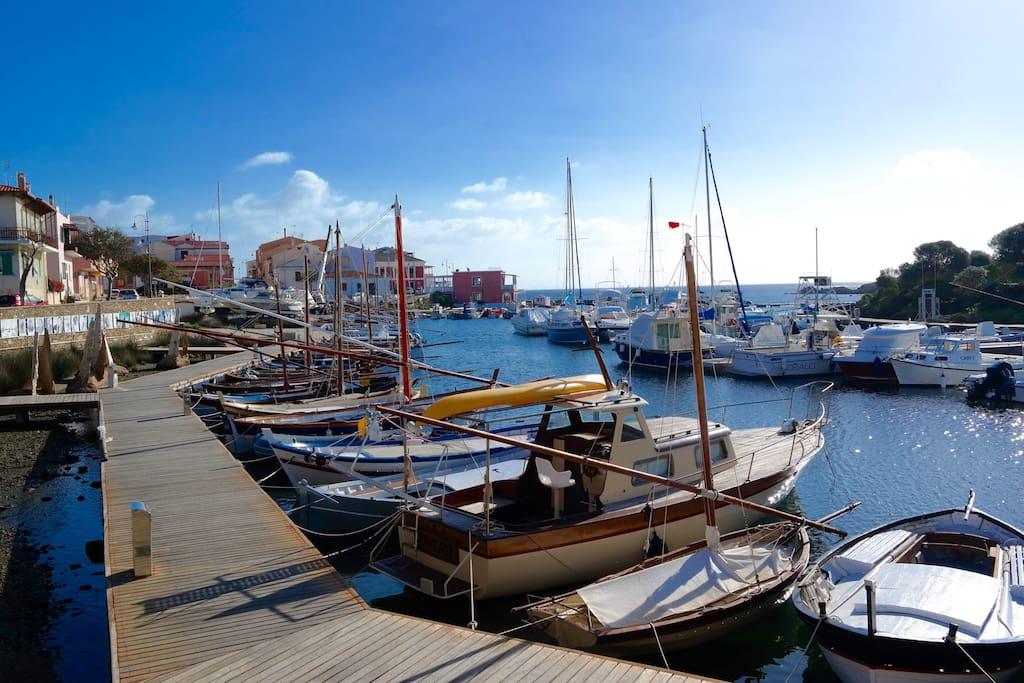 """Il caratteristico """"Porto Vecchio"""" di Stintino dove si trova l'appartamento"""