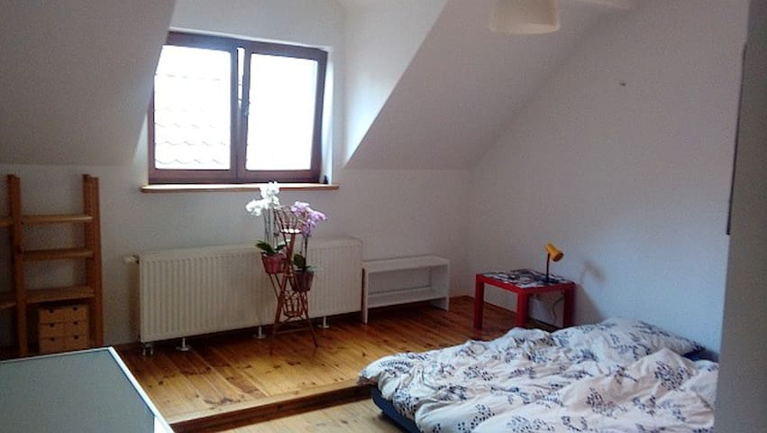 seperate floor for you in Warsaw, up to 5 persons - Warschau - Huis