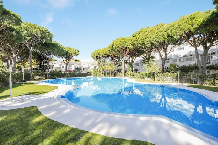 Seaside Apartment Los Veleros Close to Beach with Pool, Terrace & Air Conditioning; Street Parking Available