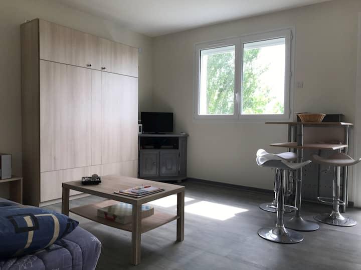 Studio meublé à 1,5 km de Granville et 300 m mer