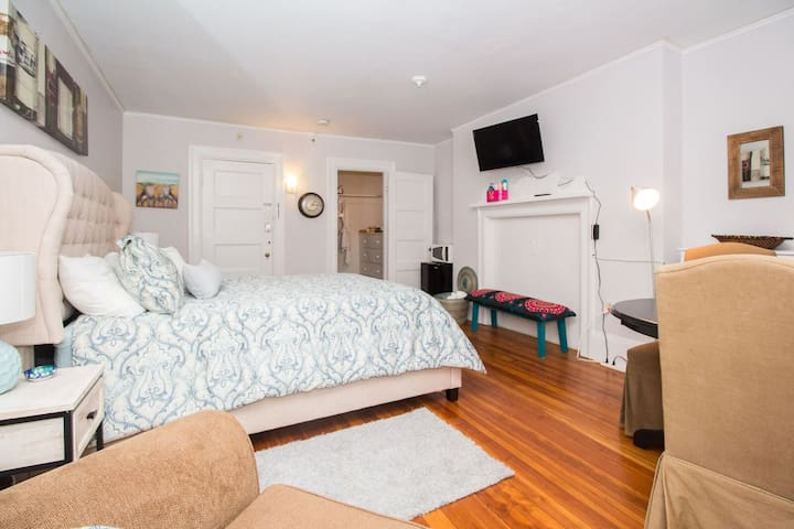 Large private room close to Fenway,BC,BU,publicT