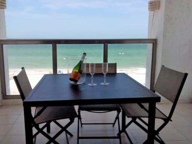 Beautiful Ocean Front Apartment - Progreso