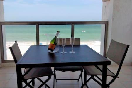 Beautiful Ocean Front Apartment - Progreso - อพาร์ทเมนท์