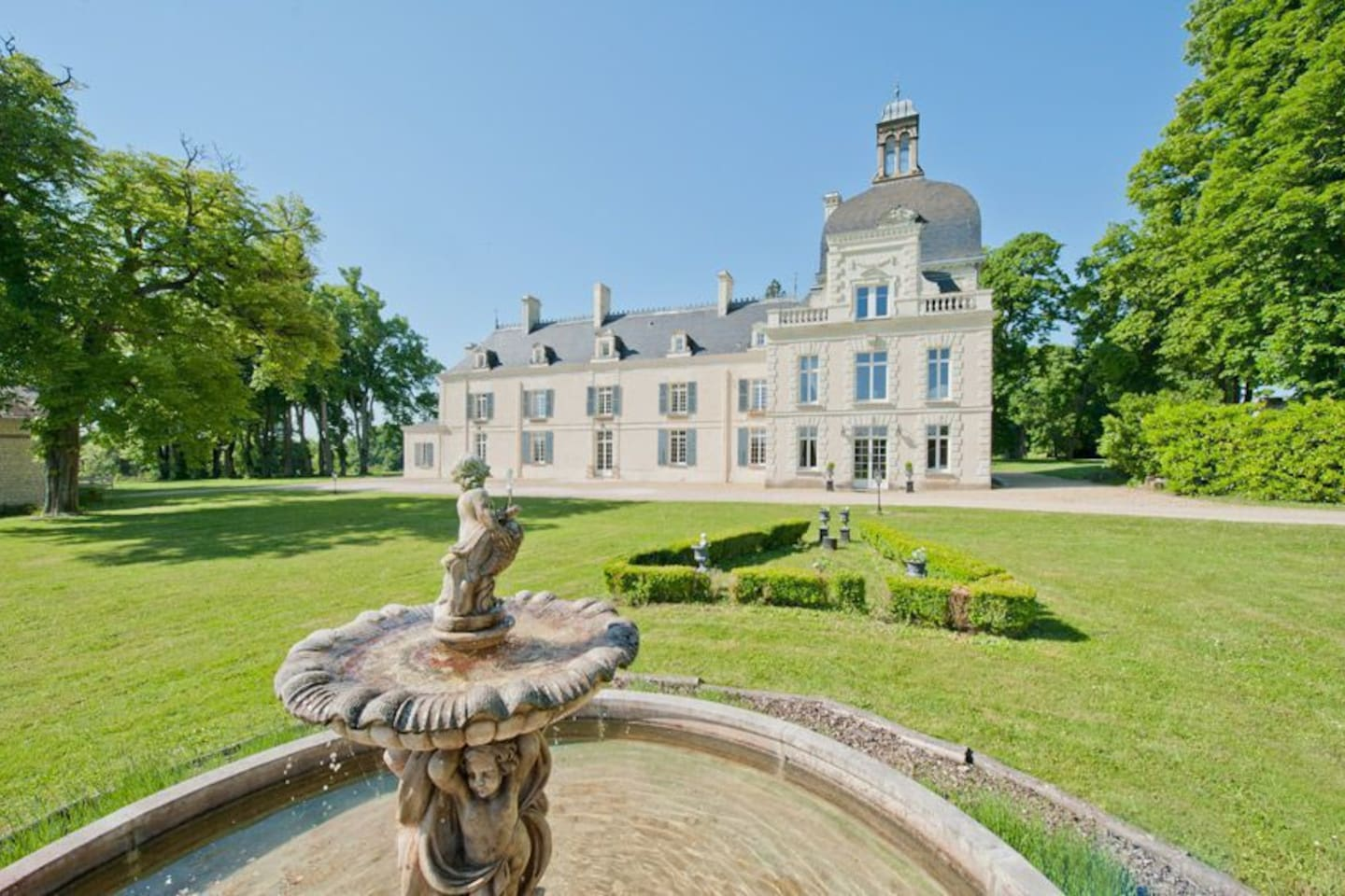 Chateau Milly is a dreamy, luxurious place for you to enjoy