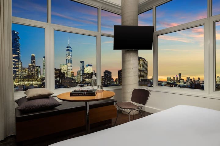 High floor Corner King w panoramic views of SoHo
