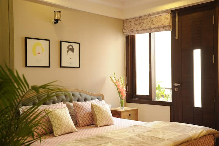 Vintage-A Chic  Room with private Balcony