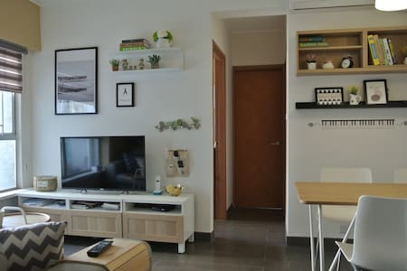 Adjacent to the Hong Kong Sheung Shui MTR station, new 2-room package of independent units in commercial and residential core area, close to the major shopping malls, only one sop directly to Lo Wu or Fukuda port