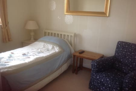Three story modern town house - Shepton Mallet - Bed & Breakfast