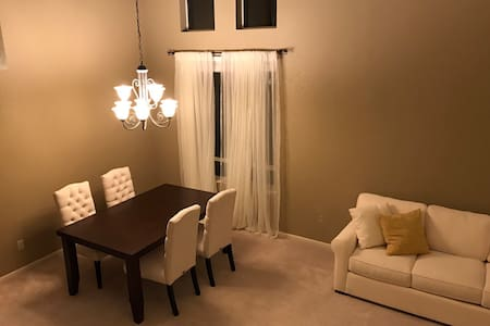 Two comfy private rooms - Elk Grove - Huis