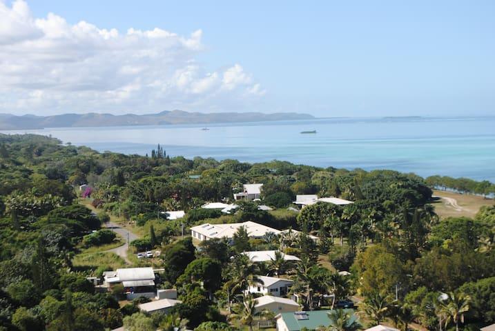 Chambres privées bord de la plage de Poé