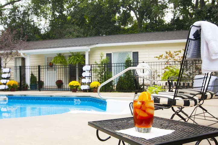 Pool Cottage- A Block from GCSU